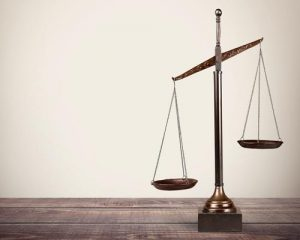 تنظیم قرارداد توسط وکیل پایه یک دادگستری